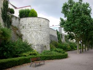 Issoudun - Walk along the ramparts
