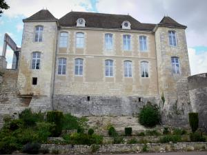 Issoudun - Facade of the Town House