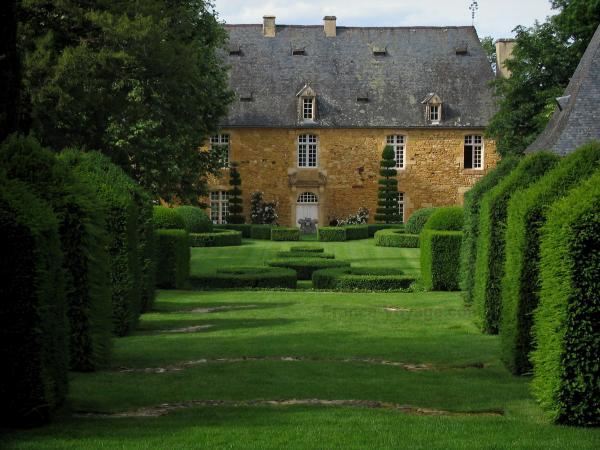 Jardines de la casa solariega de eyrignac 15 im genes de for Ver jardines pequenos de casas