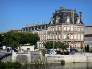 Jarnac - Maison Courvoisier museum and Charente river
