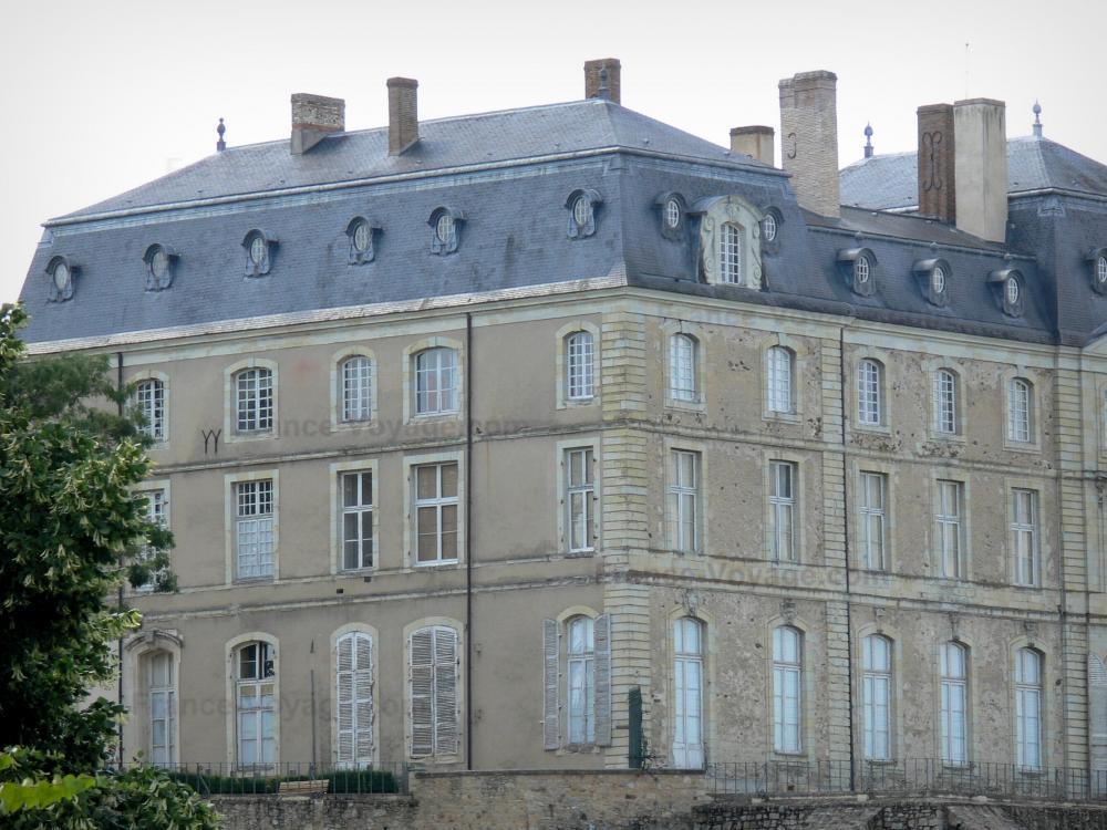foto 39 s kasteel van sabl sur sarthe 4 afbeeldingen met hoge resolutie. Black Bedroom Furniture Sets. Home Design Ideas