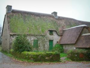 Kerhinet - Stone house with thatched roof (thatched cottage) in the Brière Regional Nature Park