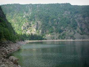 Lac Blanc (White lake) - Steep cliff overhanging the lake