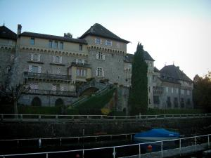 Lake Geneva - Castle on the edge of the lake