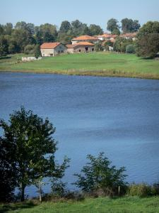 Lakes of Upper Charente - Mas Chaban lake, shores, prairies, houses and trees