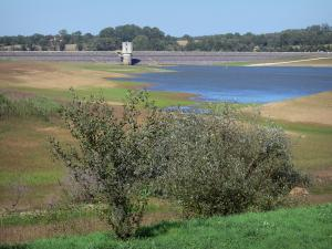 Lakes of Upper Charente - Lavaud dam, shores and trees