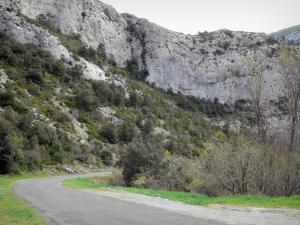 Landscapes of the Aude - Fenouillèdes: cliffs overlooking the road of the Galamus gorges
