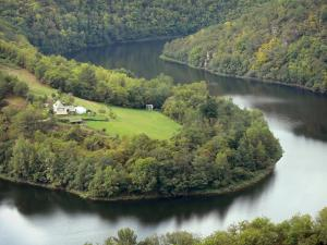 Landscapes of Aveyron - Truyère gorges: view a bend of River Truyère, in a green setting