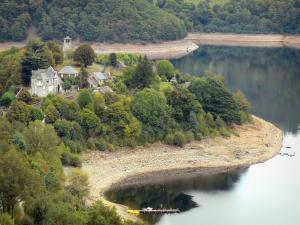 Landscapes of Aveyron - Laussac peninsula (in the town of Thérondels), Sarrans lake and wooded shores; in Carladez