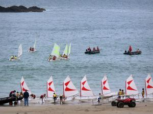 Landscapes of the Brittany coast - Emerald Coast: sailing school (small sailing boats on the sandy beach and on the sea), in Saint-Malo