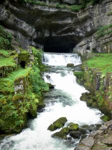 Landscapes of the Doubs - Site of the Loue source: cliff (rock faces), cave home to the source (reemergence) and the waterfall