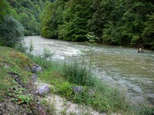 Landscapes of the Doubs - Dessoubre valley: Dessoubre river lined with trees