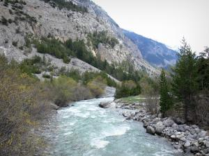 Landscapes of the Hautes-Alpes - Clarée valley: Clarée river lined with trees and mountains