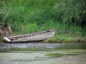 Landscapes of the Loir-et-Cher - Wooden boat by the river