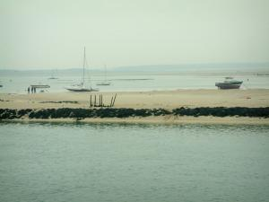 Landscapes of the Loire-Atlantique coast - Croisic Traict (bay): sea, sandbanks and boats