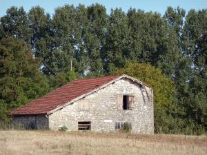 Landscapes of the Lot-et-Garonne - Stone barn, field and trees