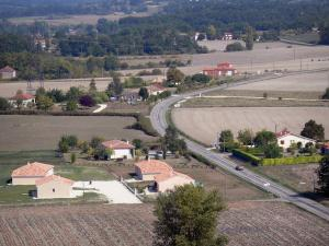 Landscapes of the Lot-et-Garonne - Road lined with fields, houses and trees