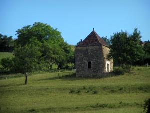 Landscapes of Périgord - Stone hut, meadow and trees