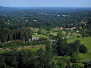 Landscapes of the Quercy - Trees, meadows, houses and forest, in Bouriane