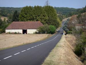 Landscapes of the Tarn-et-Garonne - Country road, farm, fields and trees
