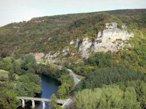 Landscapes of the Tarn-et-Garonne - View of the bridge spanning River Aveyron from the village of Bruniquel