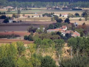 Landscapes of the Tarn-et-Garonne - Garonne valley with its houses, its fields and its trees