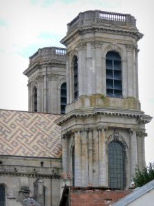 Langres - Glazed tile roof and towers of the Saint-Mammès cathedral