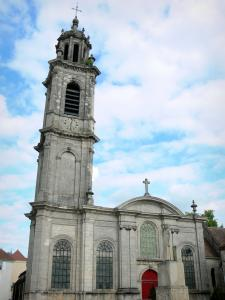 Langres - Bell tower and facade of the Saint-Martin church