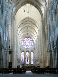 Laon - Inside Notre-Dame cathedral: nave and choir
