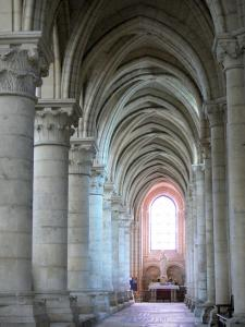 Laon - Inside Notre-Dame cathedral: columns