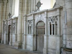 Laon - Inside Notre-Dame cathedral: enclosures of the chapels
