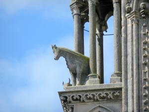 Laon - Statue of a beef adorning a tower of the western facade of the Notre-Dame cathedral