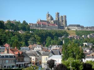 Laon - Upper town dominated by the towers of the Notre-Dame cathedral, overlooking the rooftops of the lower town