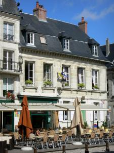 Laon - Cafe terrace and facades of houses on the Parvis Gautier de Mortagne square