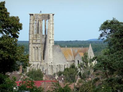 Larchant church