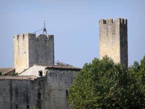 Larressingle - Crenellated towers of the fortified medieval village