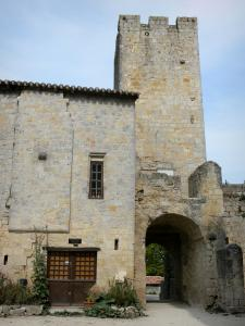 Larressingle - Fortified gate with its crenellated tower