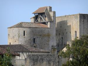 Larressingle - Fortified Romanesque church (Saint-Sigismond church) and keep-castle