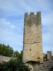 Larressingle - Crenellated tower of the fortified medieval village