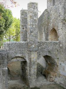 Larressingle - Stone bridge, ditch (moat) and gate of the fortified medieval village