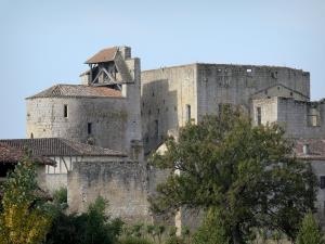 Larressingle - Fortified Romanesque church (Saint-Sigismond church), keep-castle, houses and ramparts of the medieval village