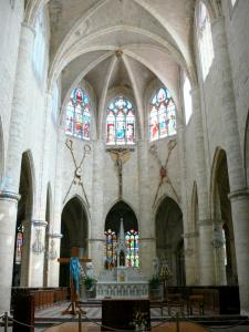 Lectoure - Inside the Saint-Gervais-Saint-Protais cathedral: choir