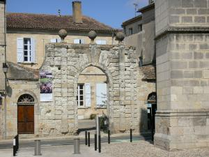 Lectoure - Portal of the Trois Boules mansion
