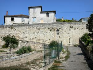 Lectoure - Kitchen garden, small street, lamppost, ramparts (fortifications) and houses of the old town