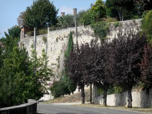 Lectoure - Road lined with trees and ramparts (fortifications) of the town