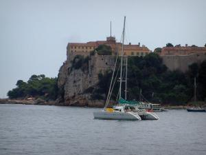 Lérins island - Sainte-Marguerite island: sea with boats, forest and Royal fort (Sea museum)