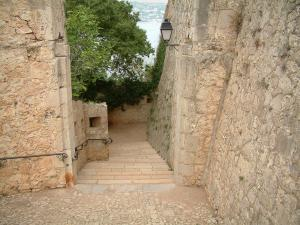 Lérins island - Sainte-Marguerite island: stair and ramparts of the Royal fort
