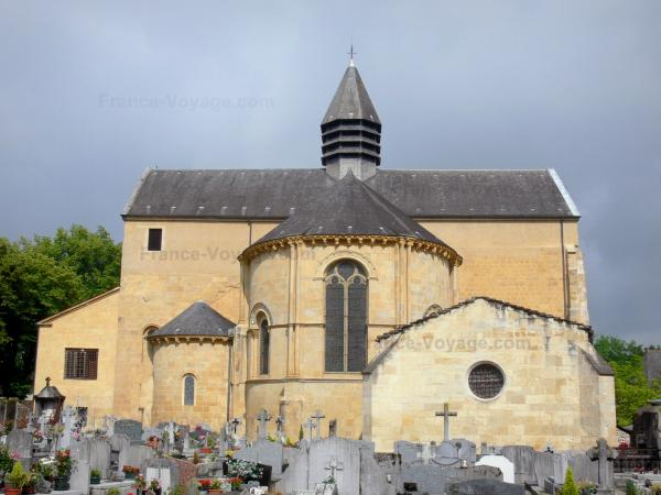 Lescar cathedral - Romanesque head of the Notre-Dame cathedral seen from the cemetery; in Béarn