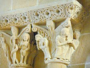 Lescar cathedral - Inside the Notre-Dame cathedral: carved capitals
