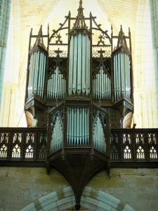 Levroux - Inside the collegiate church of Saint-Sylvain: organ and Gothic balustrade